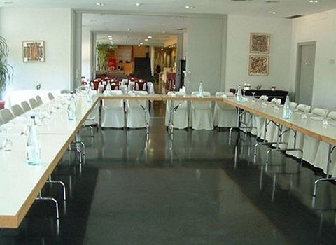 "Event Hall suited to your type ""Table U"" as exemplification ..."
